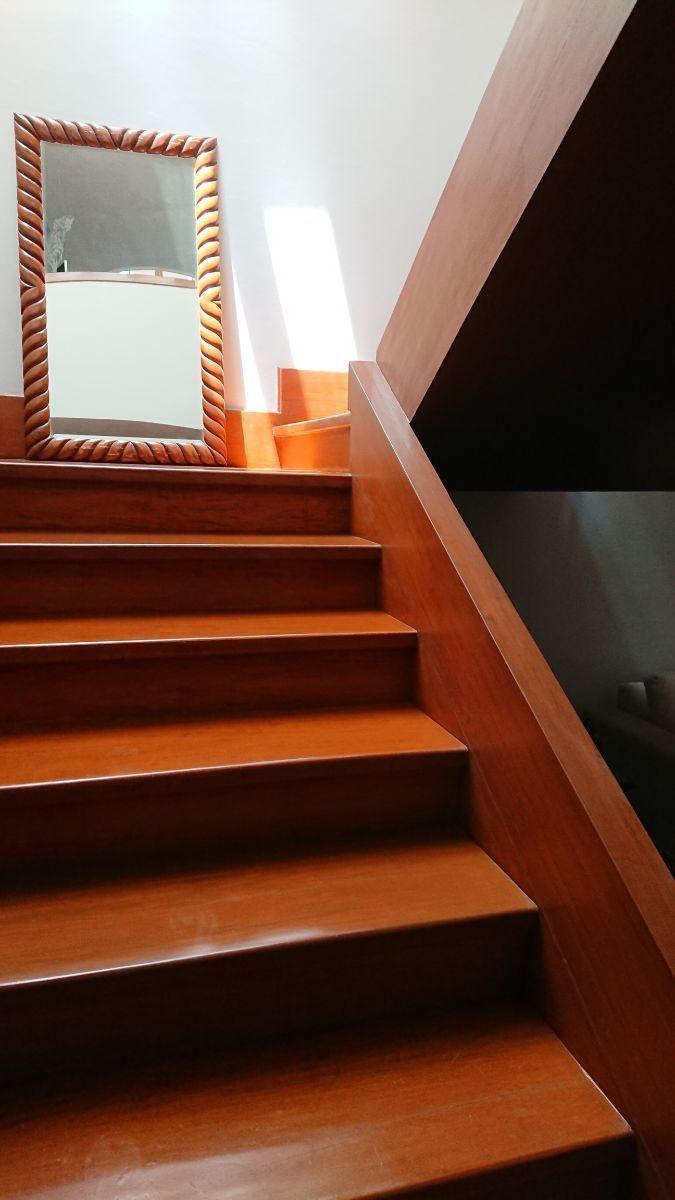 22 de 32: Escaleras principales