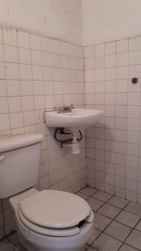 9 de 15: medio baño de servicio
