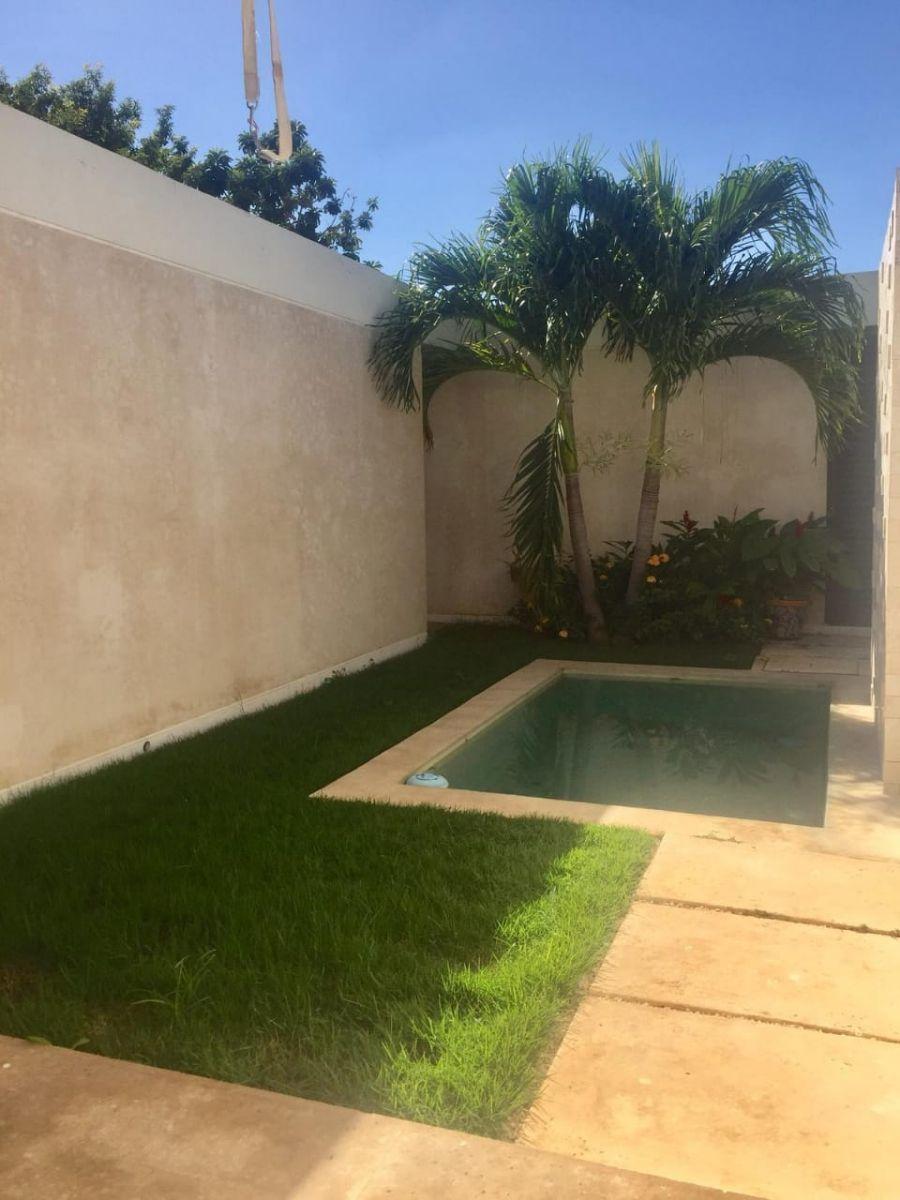 9 de 16: Terraza con piscina