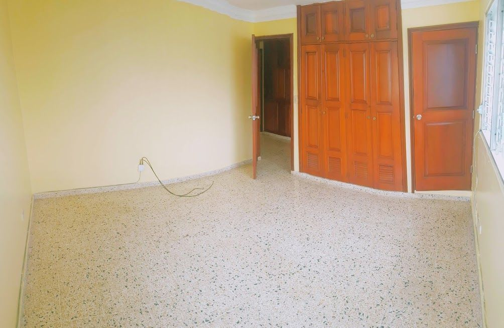 21 de 24: Habitación 1 con baño y closet.