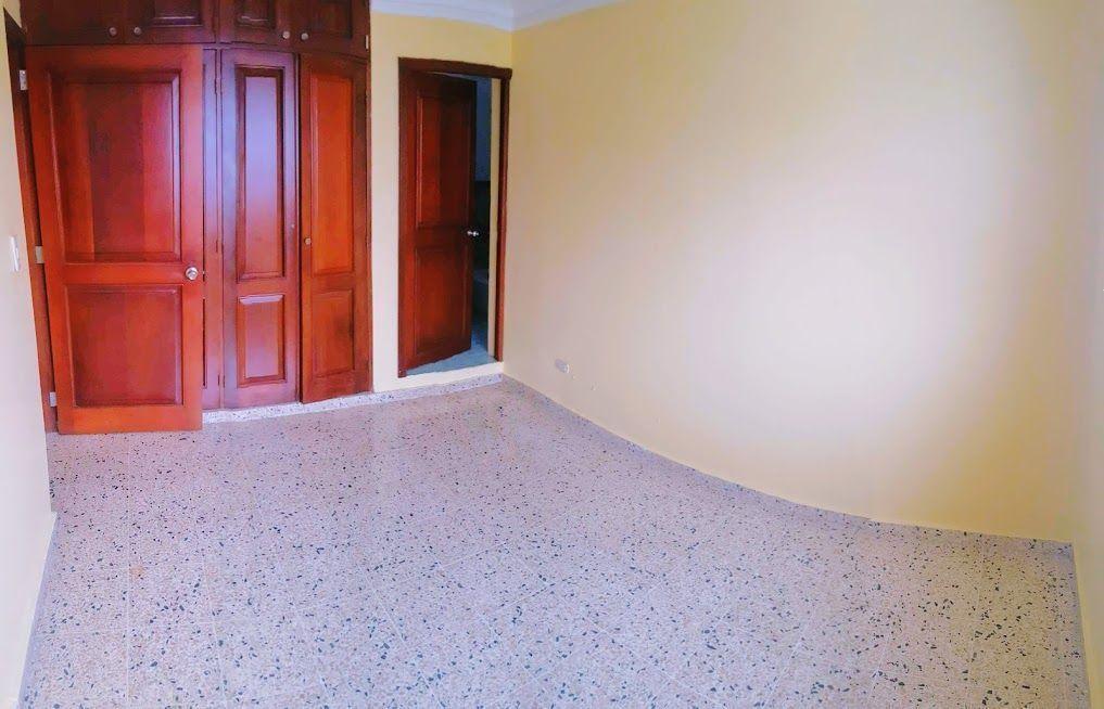 22 de 24: Habitación 2 con baño y closet.