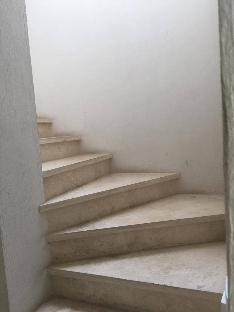 20 de 47: escalera