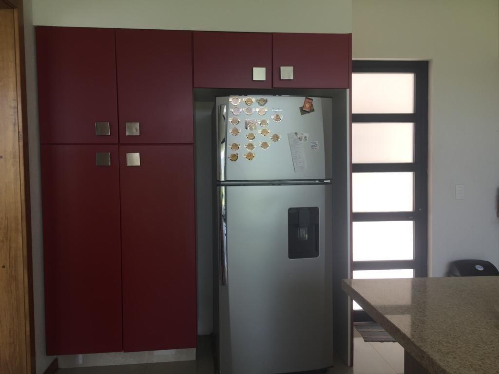 14 de 47: espacio para refrigerador y gabinetes