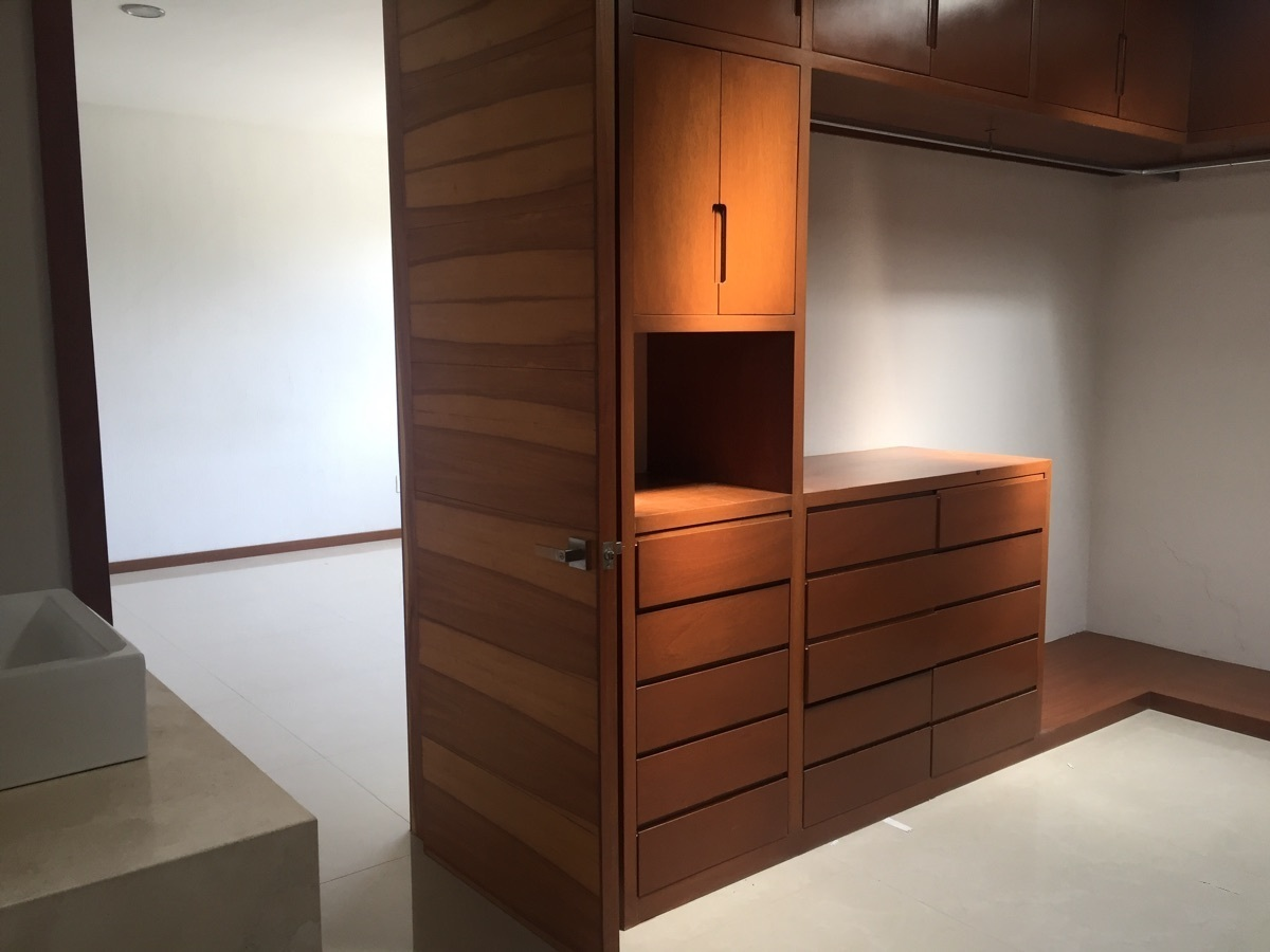 31 de 47: closet vestidor muy amplio