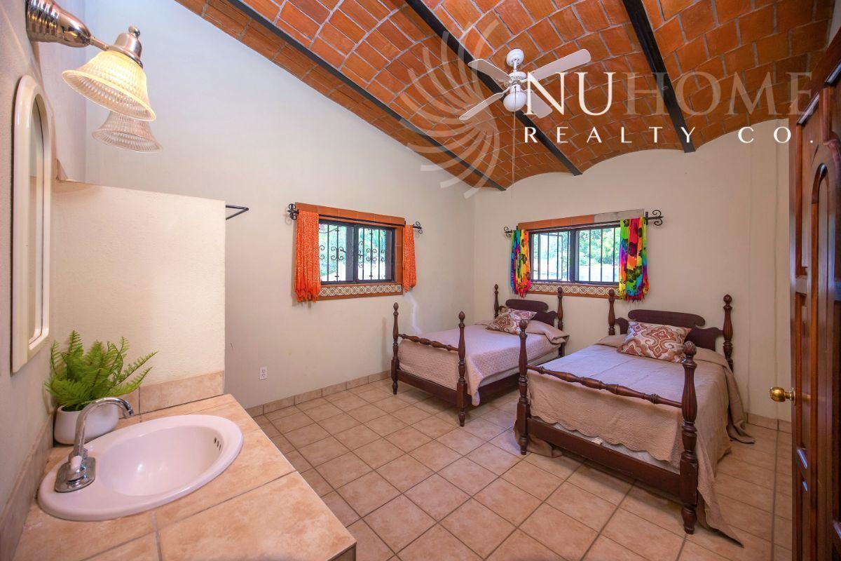 25 de 34: Casa Arbol La Cruz de Huanacaxtle NUHome Realty