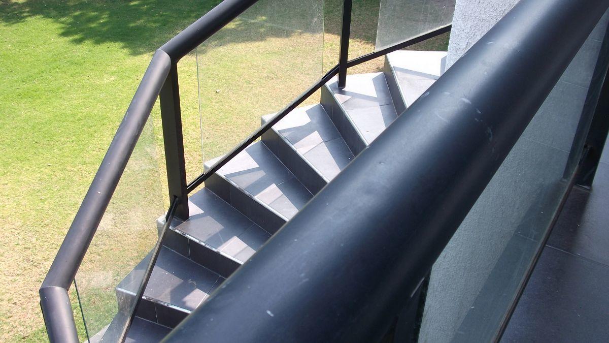 19 de 28: escaleras externas