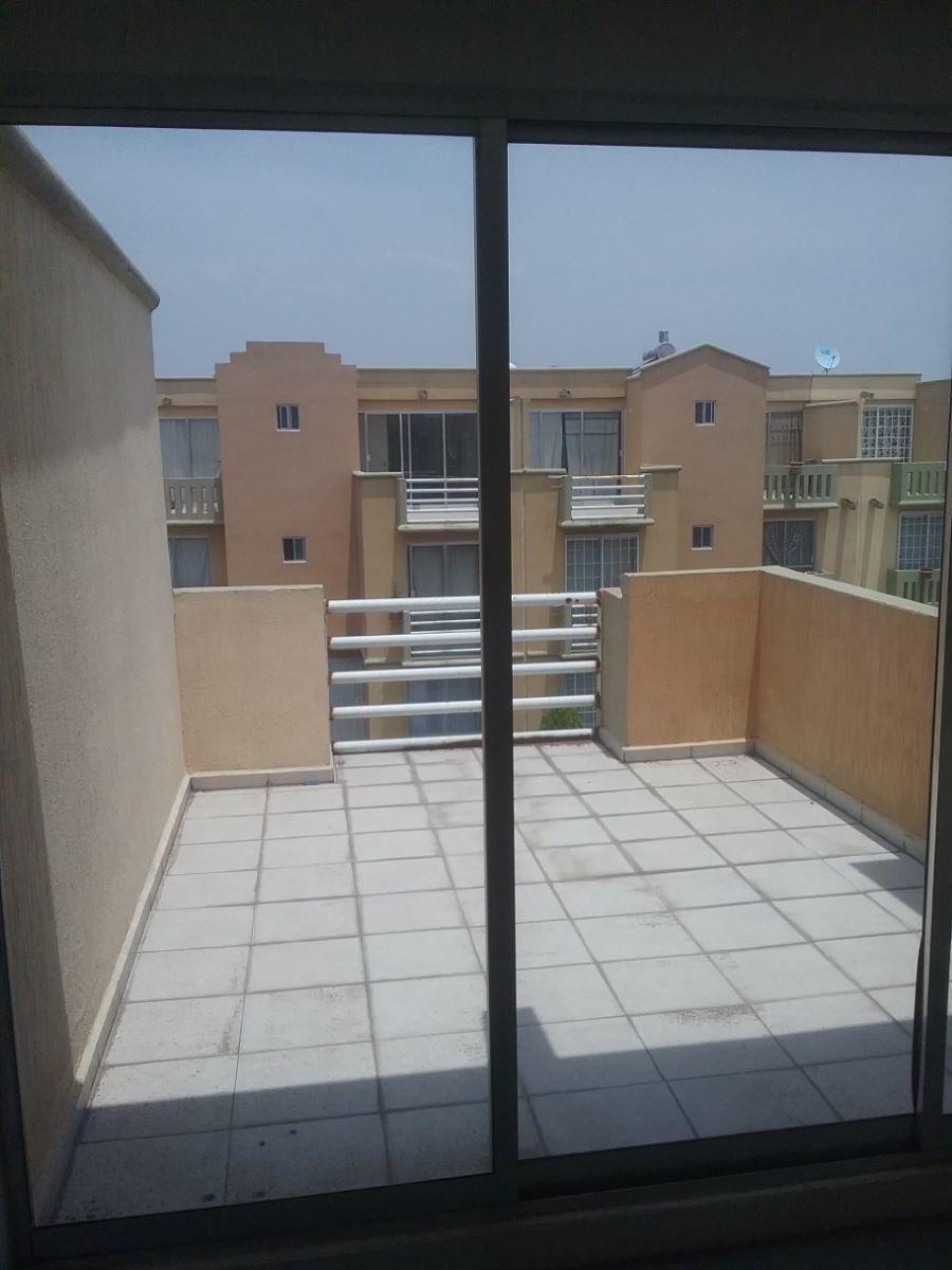 12 de 15: Recamara principal con terraza y baño completo.
