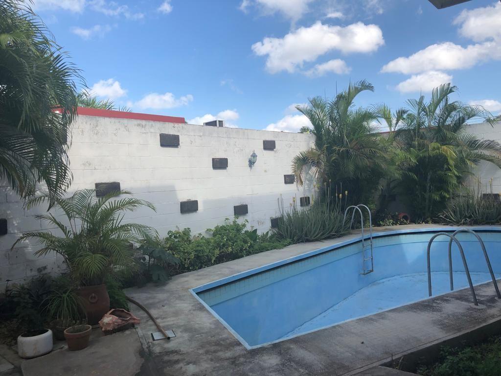 18 de 18: Área Posterior Jardín y Alberca con Baños