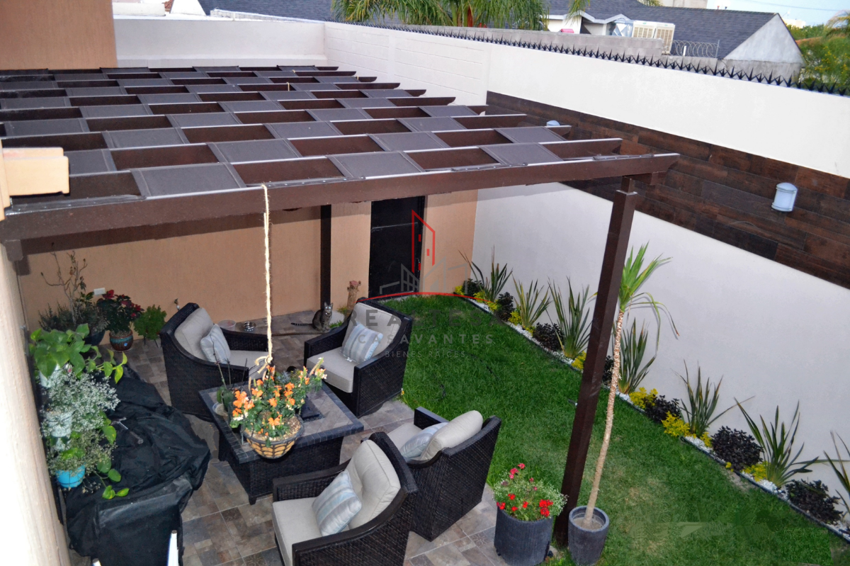 9 de 23: Terraza con jardín exterior