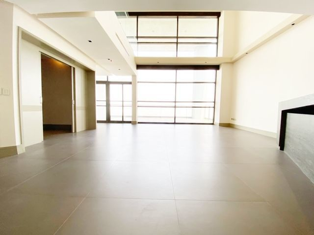 2 de 35: Sala doble altura