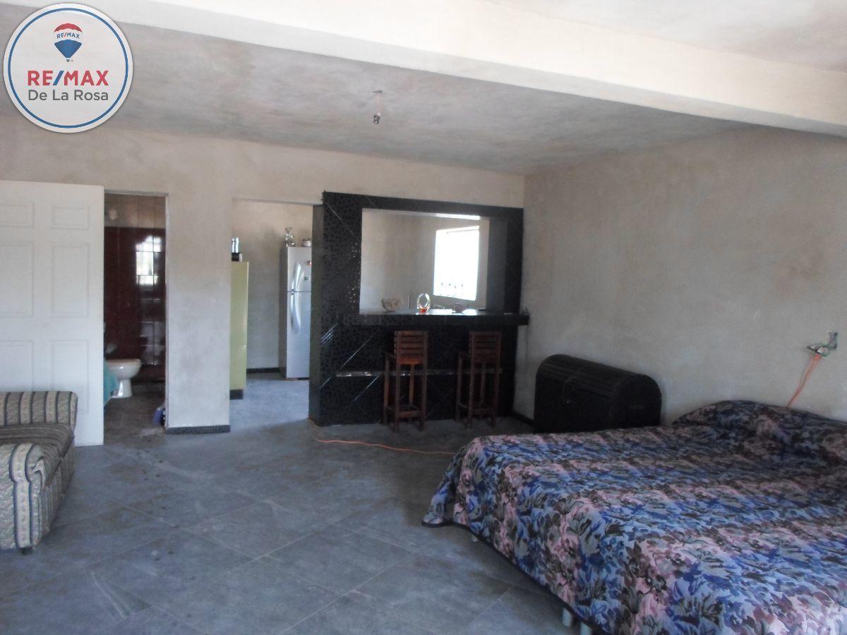 7 de 12: Departamento tipo loft. al fondo cocina y baño