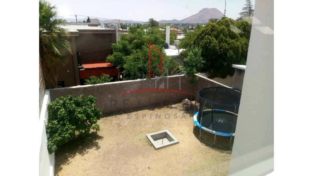 22 de 25: vista del patio desde segundo nivel, 180 mts