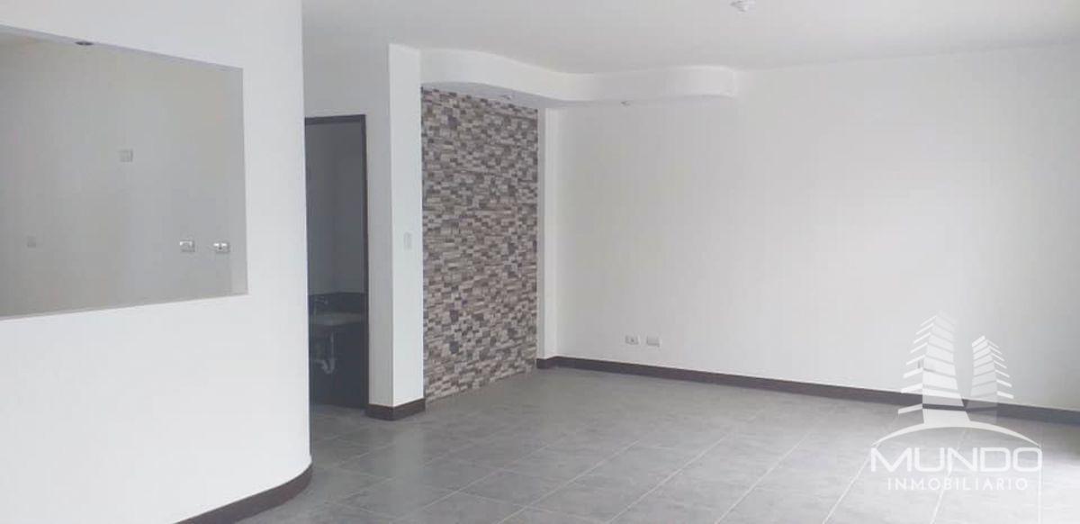 4 de 23: Sala de visitas