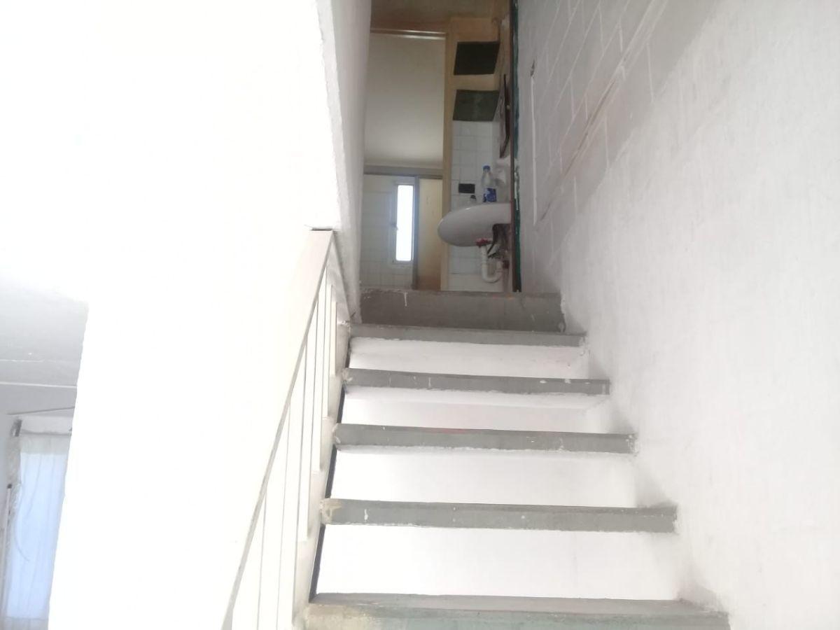 7 de 11: escalera al segundo piso.