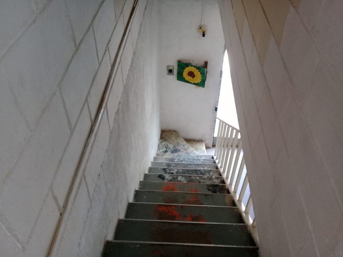 6 de 19: Escaleras a planta alta