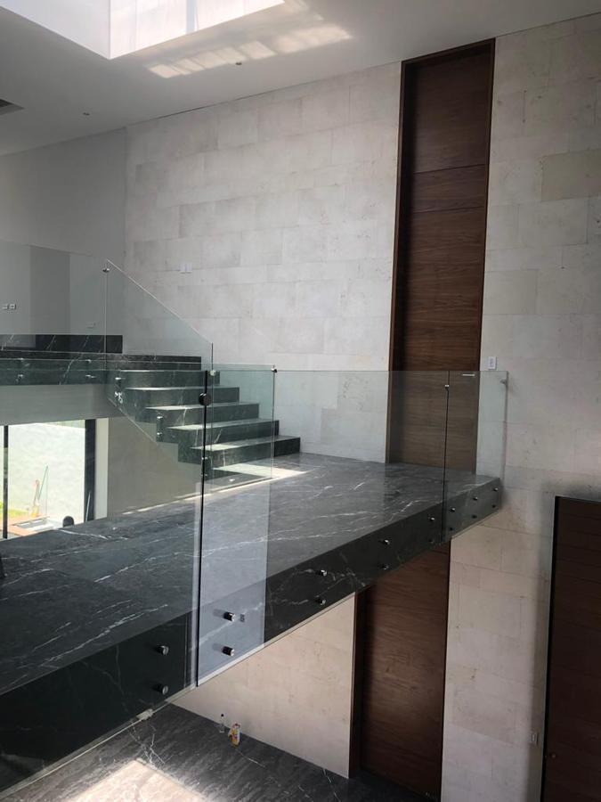 6 de 7: escalera escultural