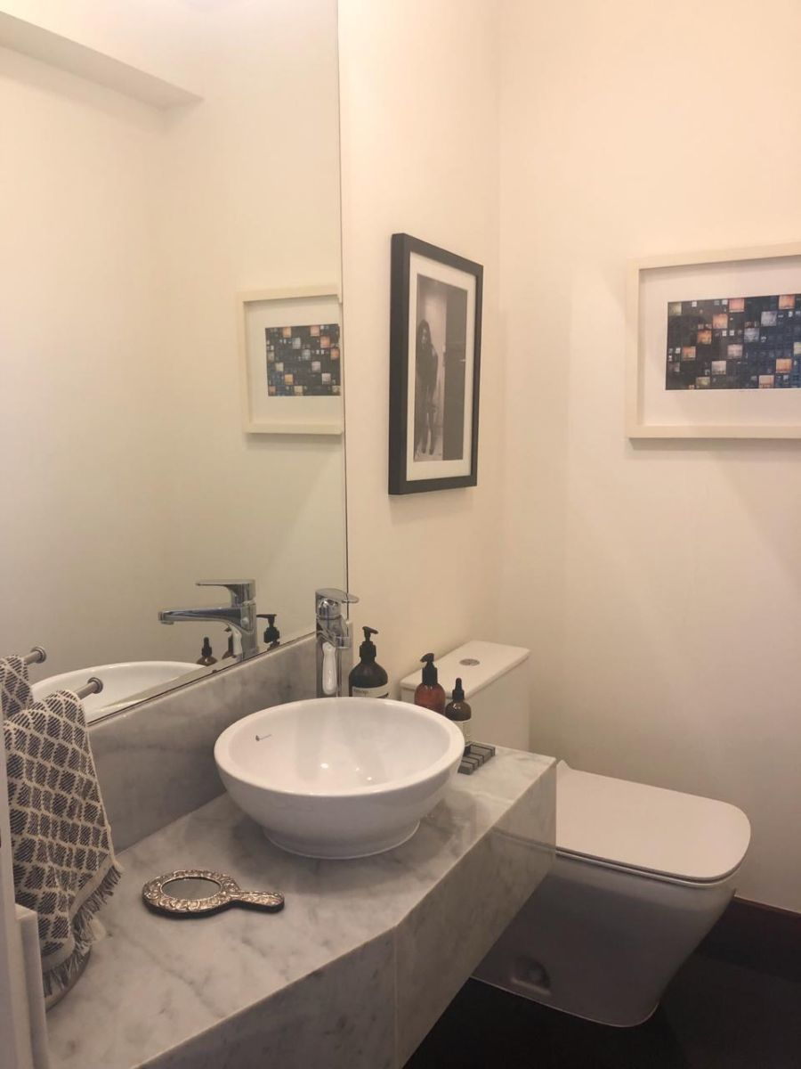 6 de 12: Baño de visita