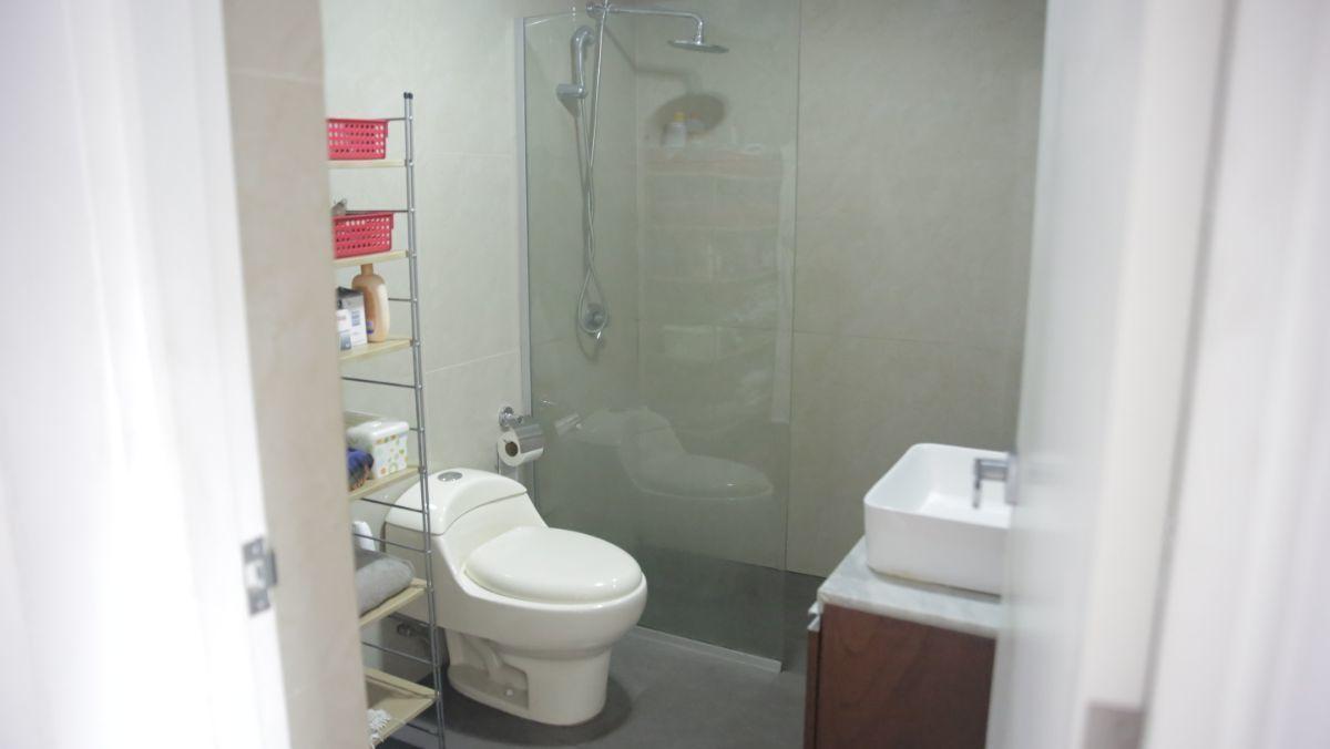 7 de 9: Baño completo