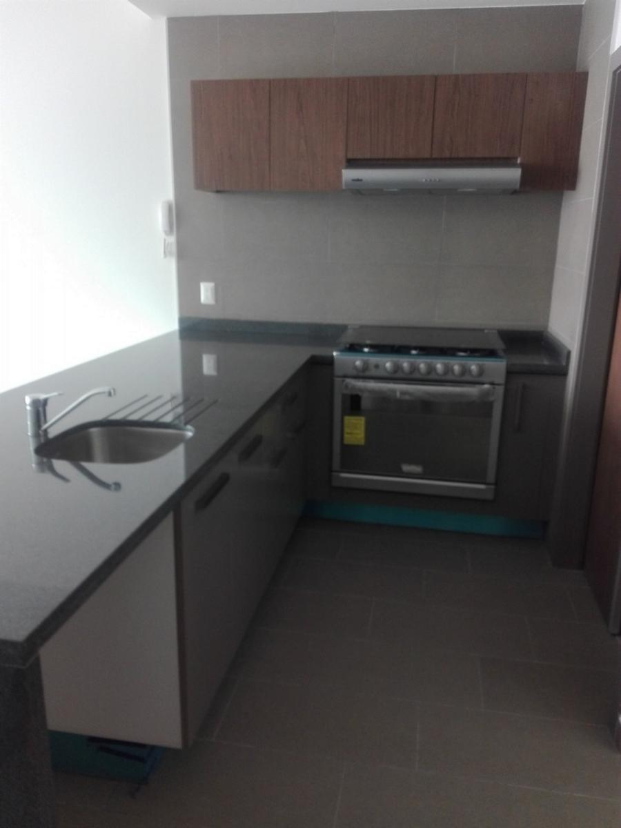 8 de 25: Cocina Integral abierta con barra de granito