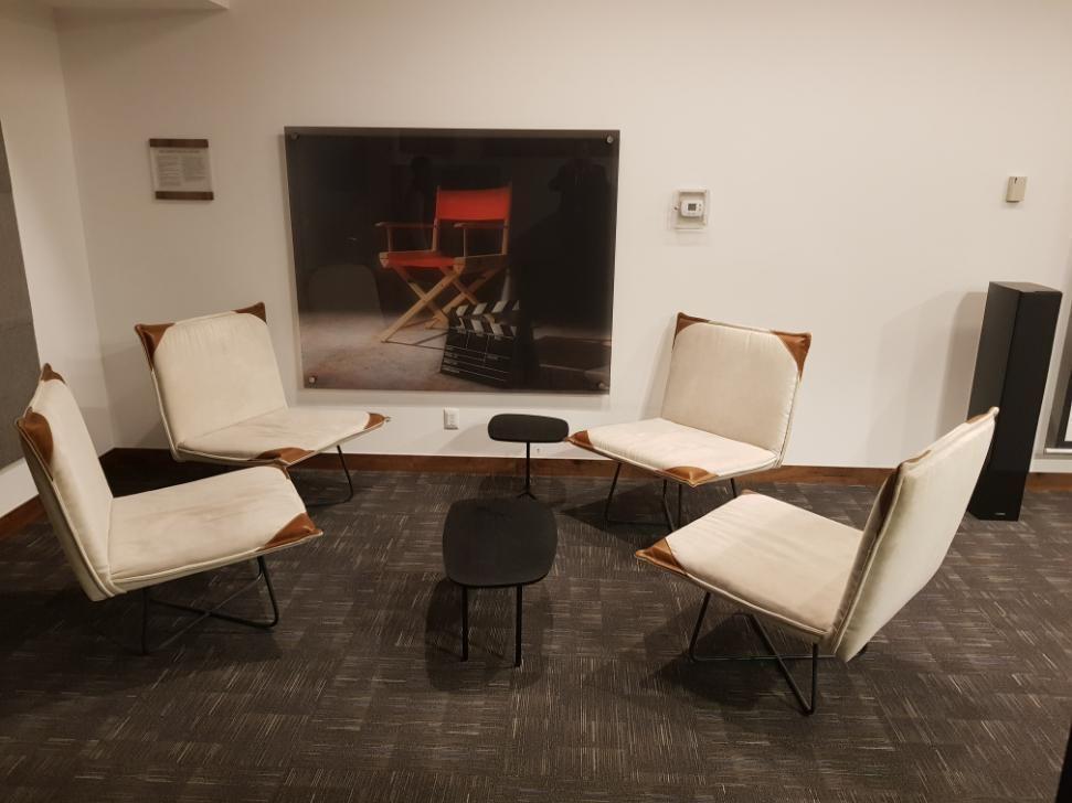22 de 25: Sala de juntas