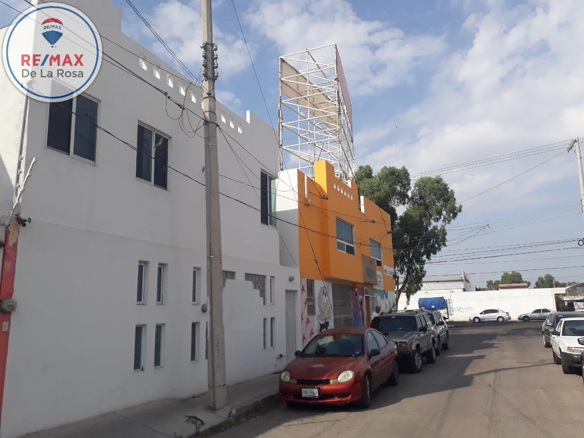 1 de 10: Casa fachada blanca en venta