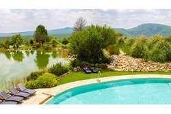 5 of 5: Casa Club con alberca y con preciosas vistas a los viñedos.