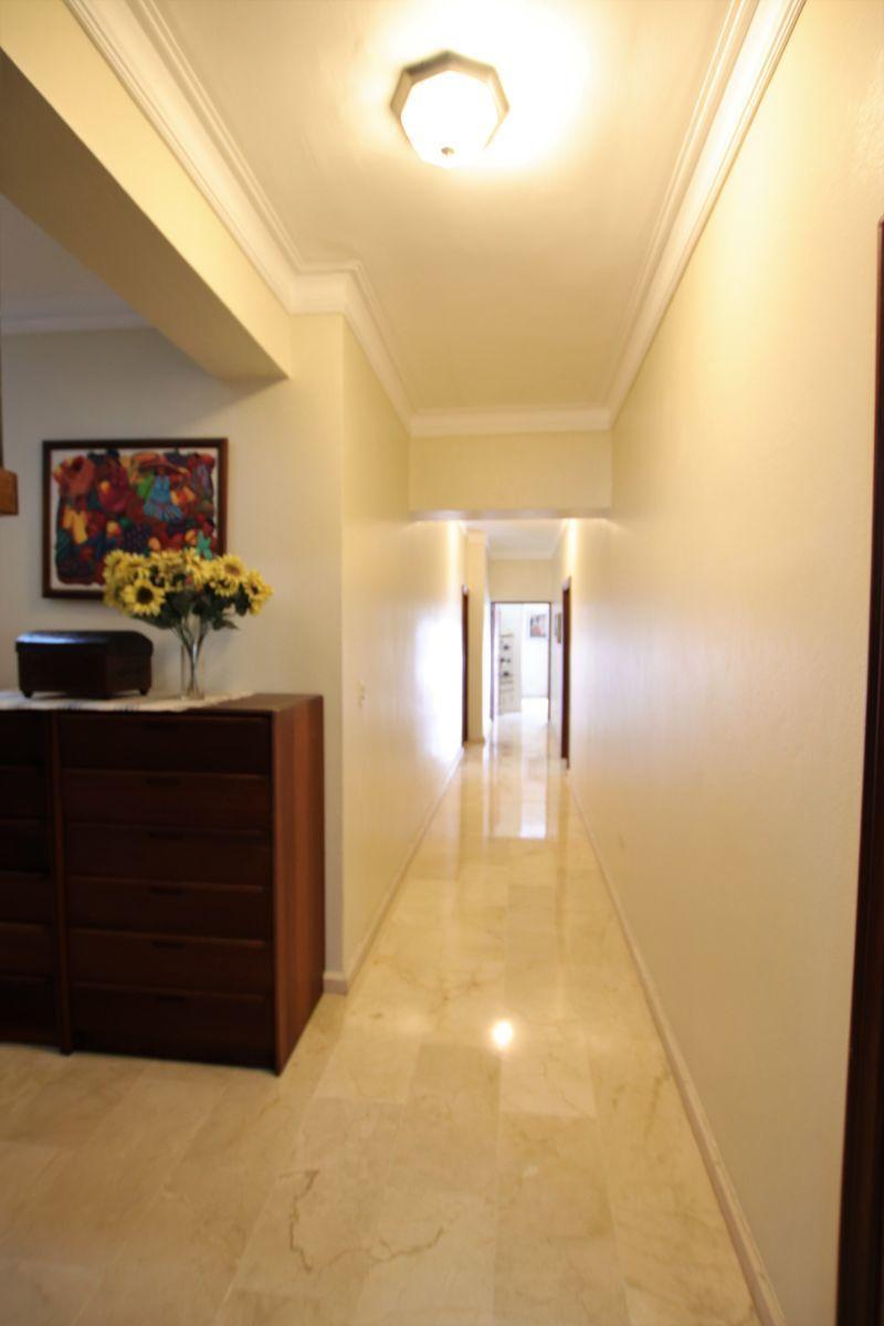 12 de 36: pasillo entre habitaciones