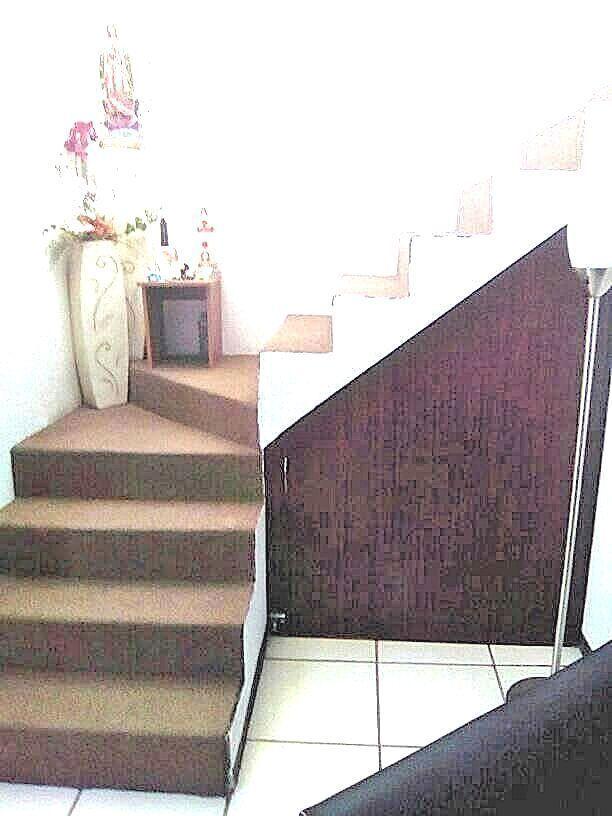 6 de 9: Bodega para aprovechar espacio de escaleras