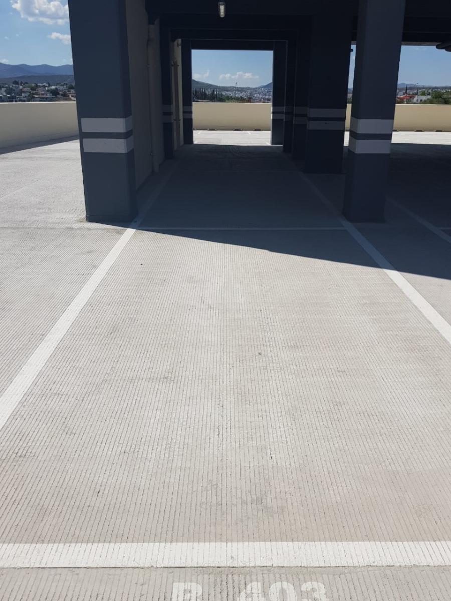 27 de 50: Estacionamiento