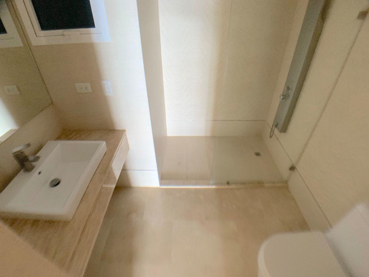 12 de 17: Baño habitación principal