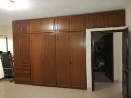 2 de 4: Closet con madera de pino