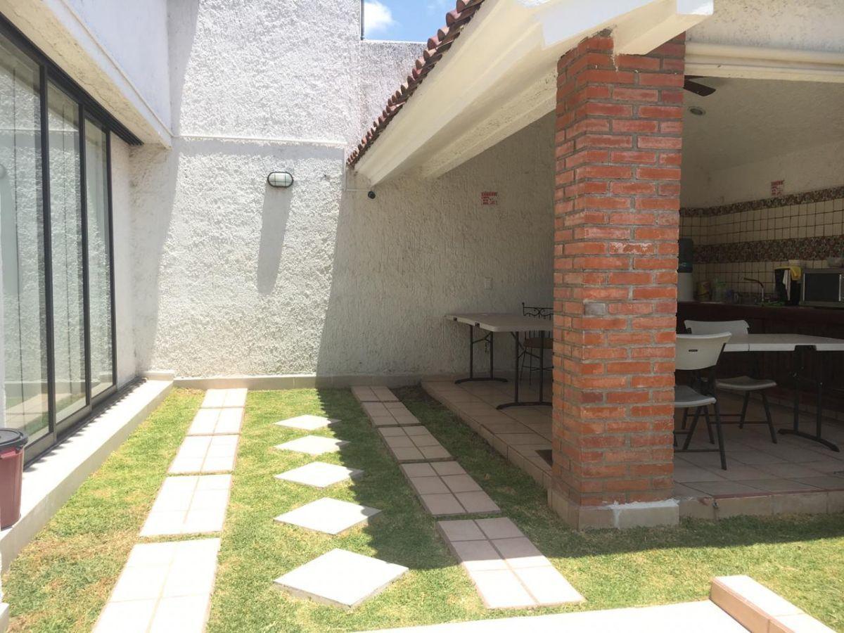 8 de 10: Jardín y terraza
