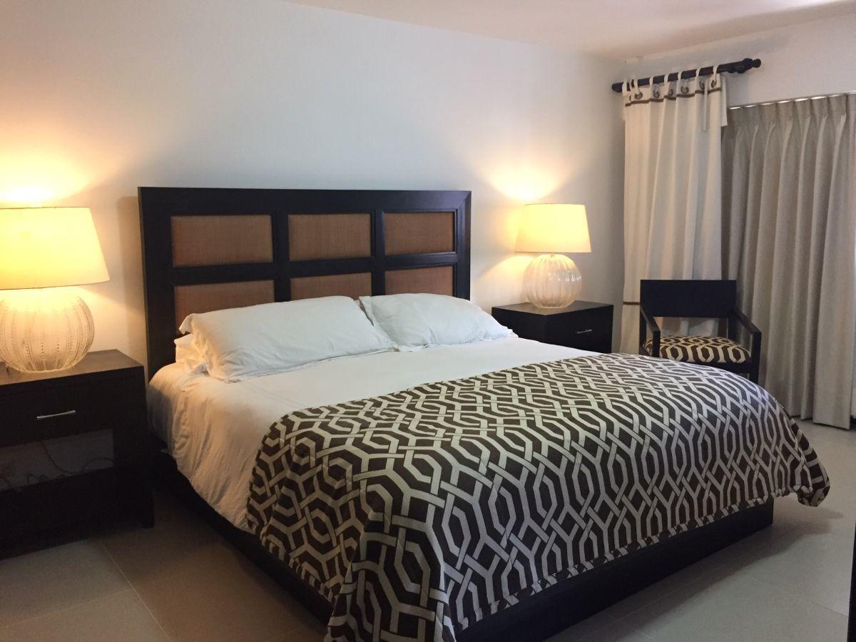 7 de 17: Master bedroom amplio con plasma, AC y closet.