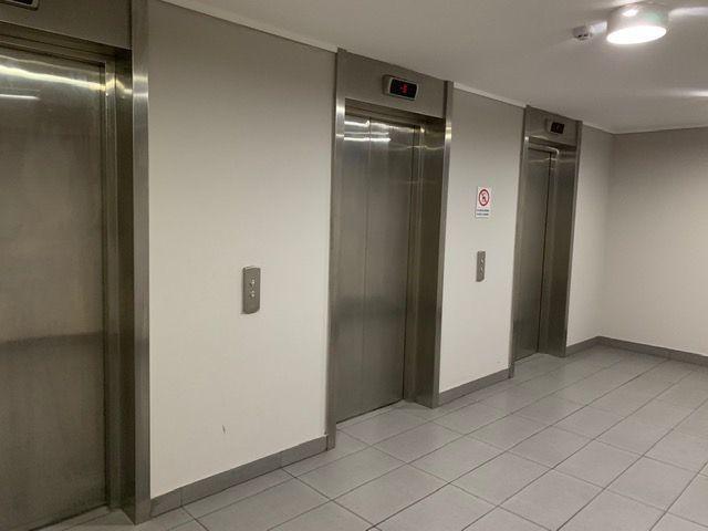 26 de 26: Hall de ascensores estacionamiento