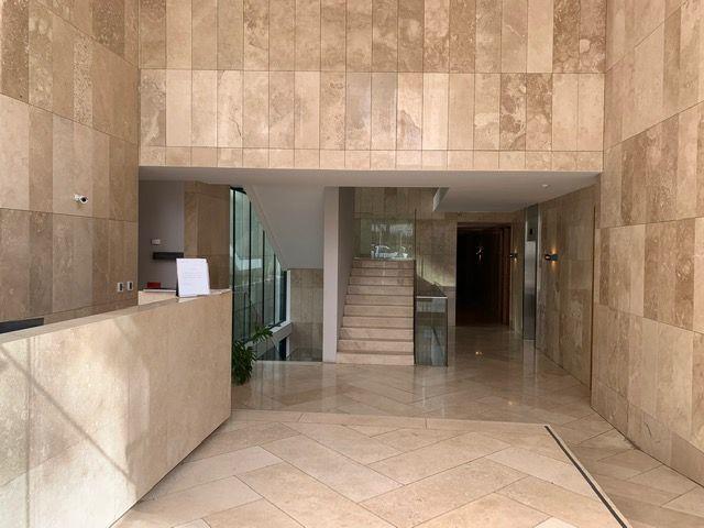 3 de 26: Hall de acceso Edificio Málaga