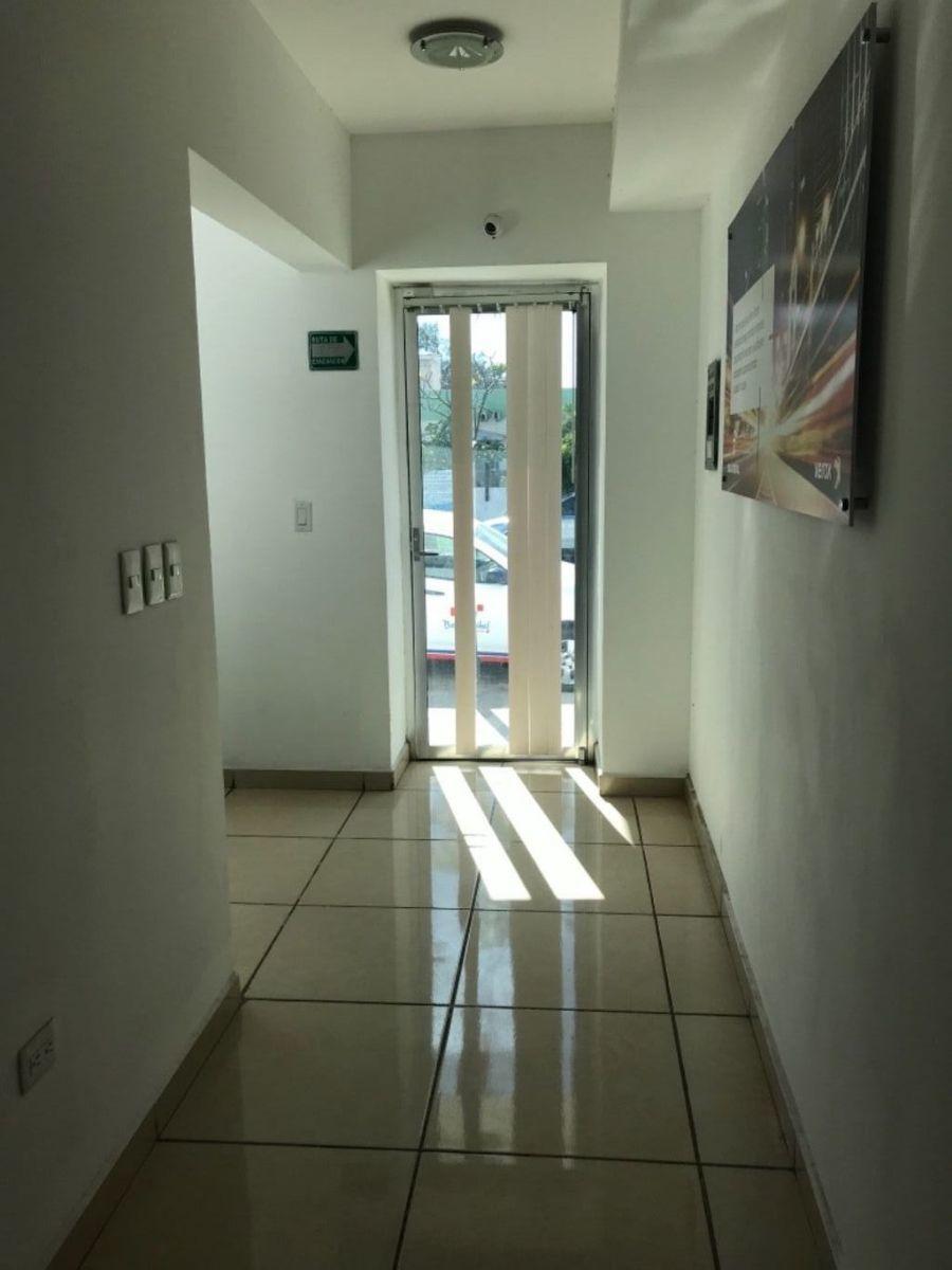 2 de 11: pasillo centro d negocios
