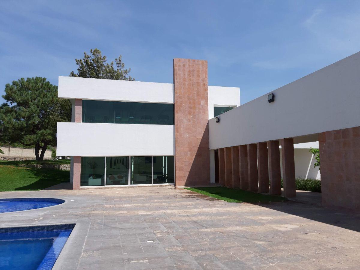 28 de 29: Chapoteadero casa club.