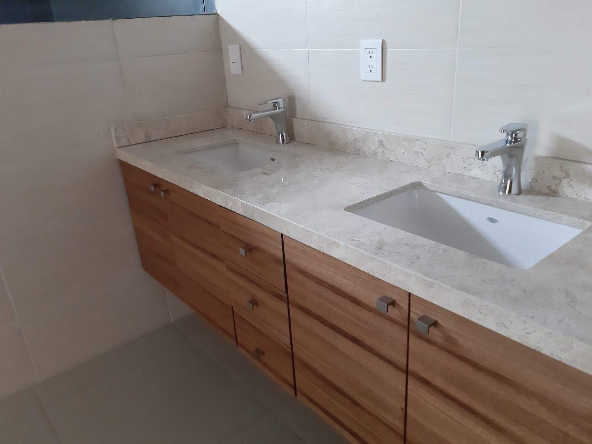 13 de 29: Plancha de mármol con 2 lavabos.