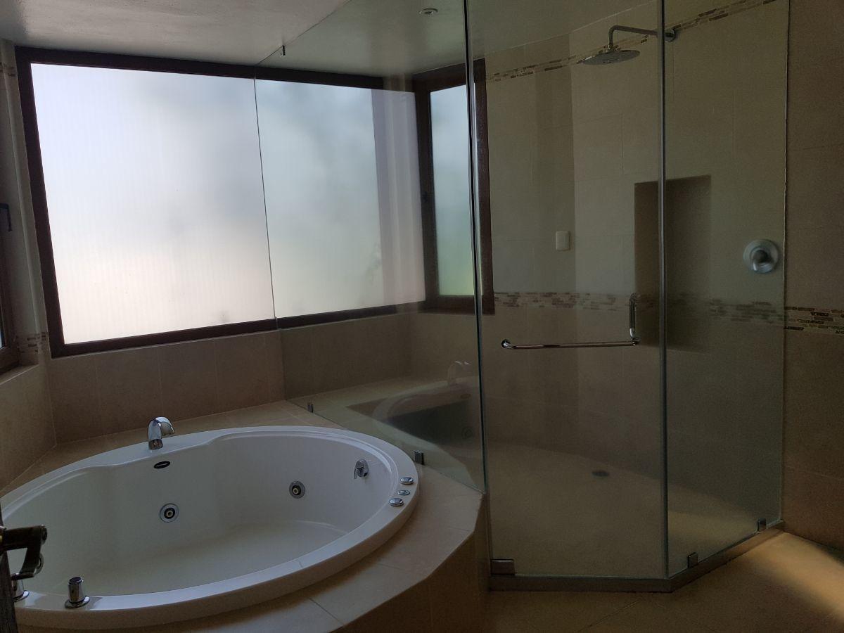 16 de 48: Baño principal