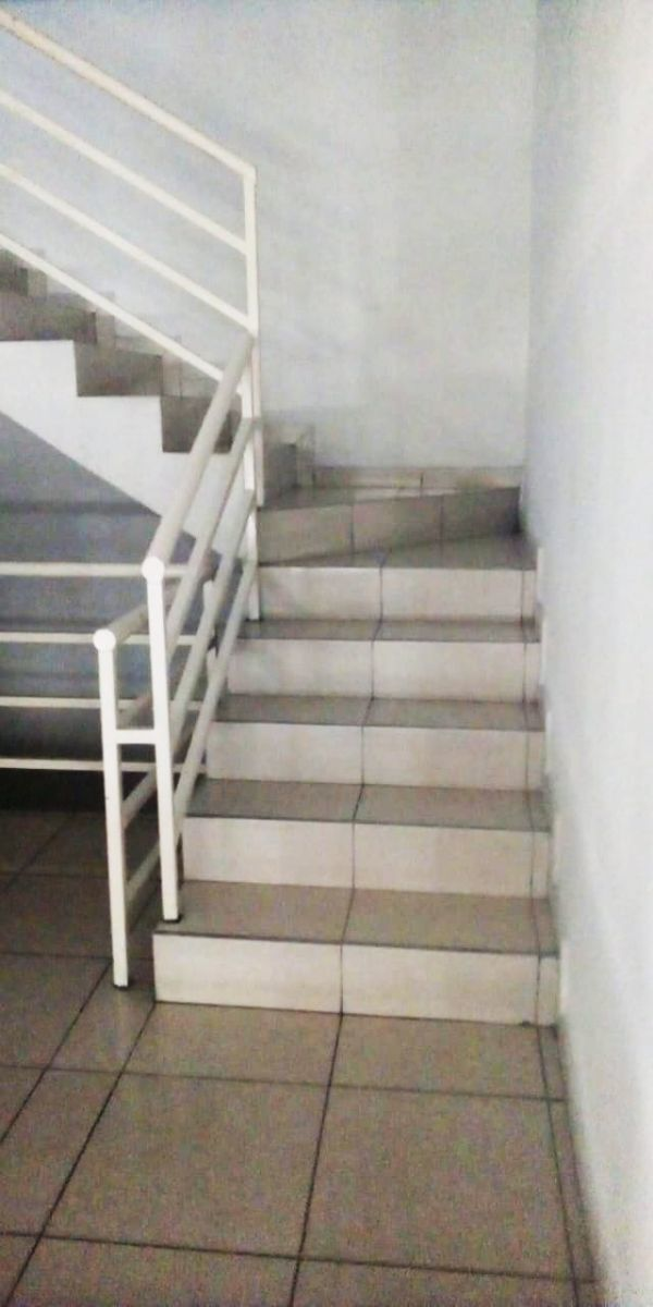 20 de 23: acceso por escaleras