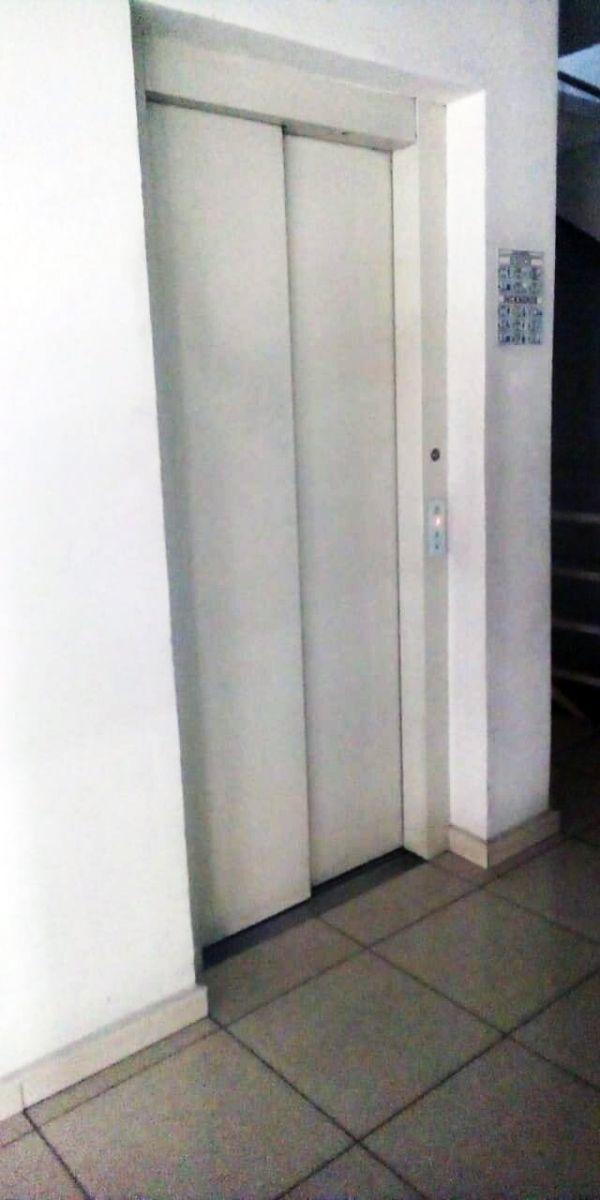21 de 23: elevador