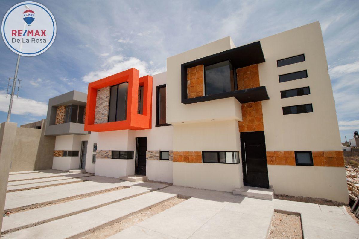 25 de 25: Conjunto de tres casas