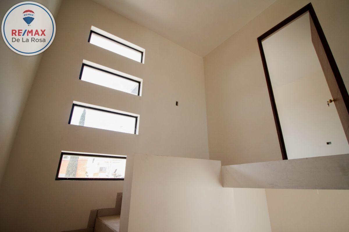 14 de 25: Iluminación natural en escalera