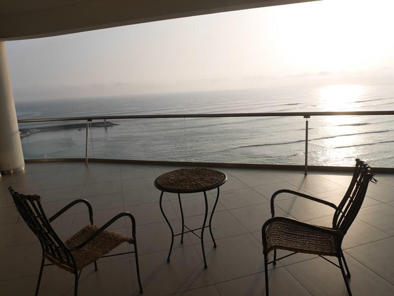 1 de 26: Terraza con vista al mar