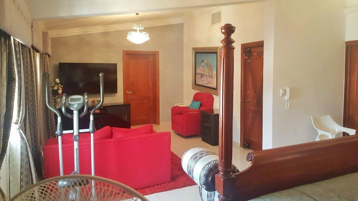 16 de 23: Amplia habitación principal.