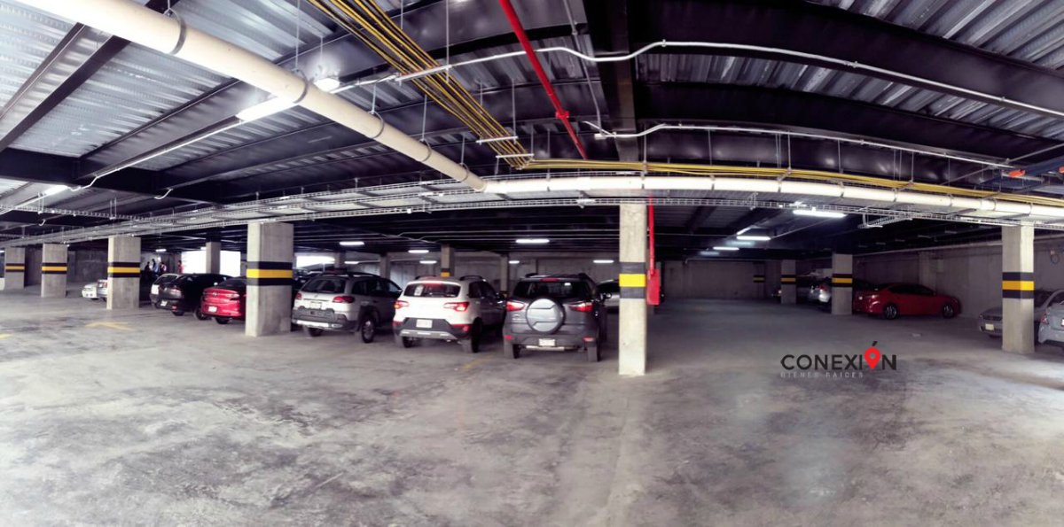 8 de 9: Amplio estacionamiento en planta baja más 5 Sótanos.