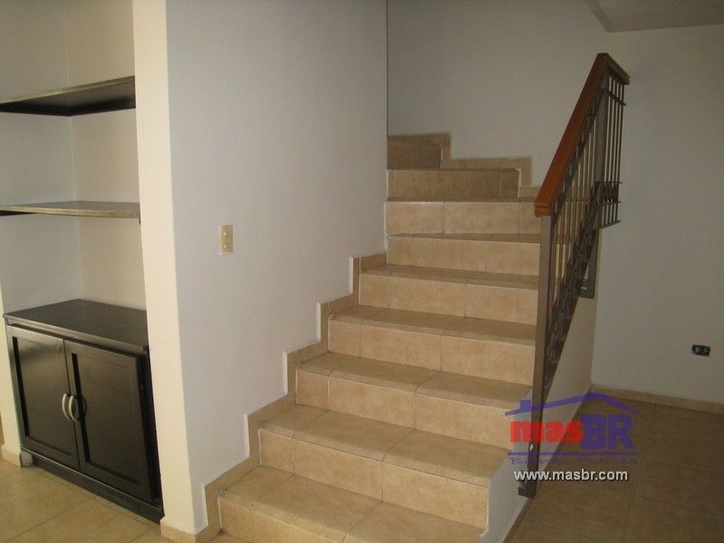 9 de 20: Escaleras a planta alta