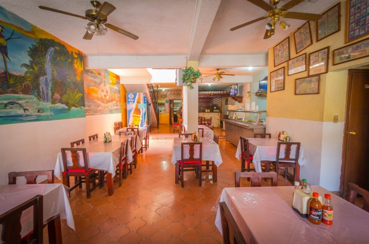 4 of 5: Restaurante