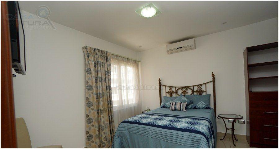 9 de 38: Dormitorio principal con a/c, tv