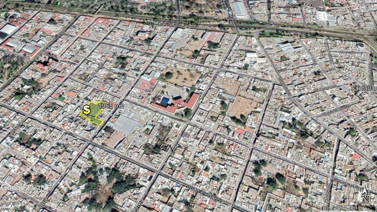 2 de 6: Calle Luna con buen trafico vehicular